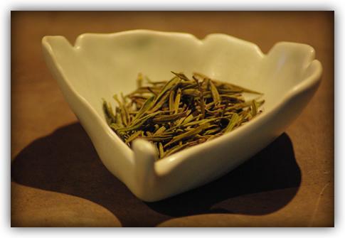 dry leaf in ginkgo leaf dish